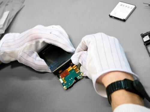 Repara técnico un móvil